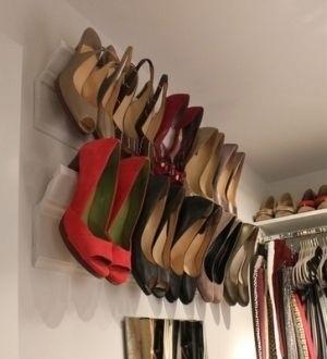 Способ повесить обувь на стену