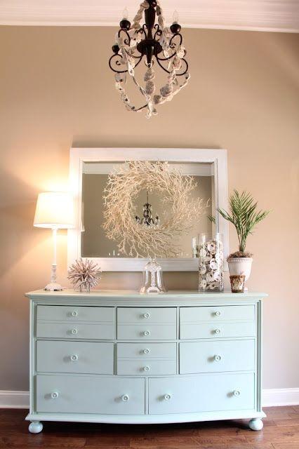 Зеркало и мебель в интерьере