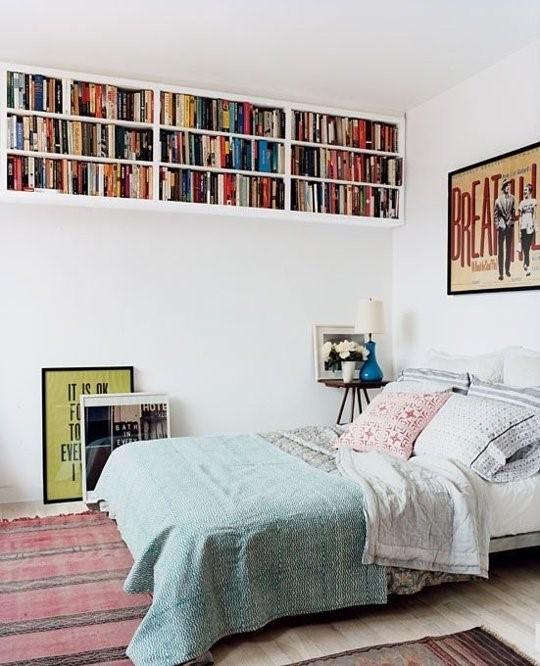 Постельное белье для кровати в маленькой квартире