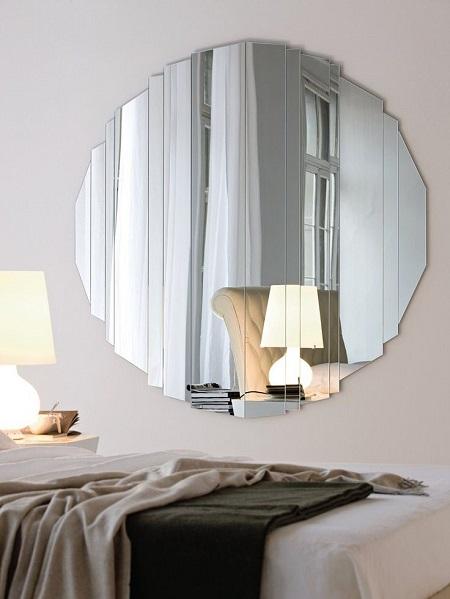 Современное зеркало в интерьере