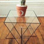 Треугольный стеклянный кофейный столик