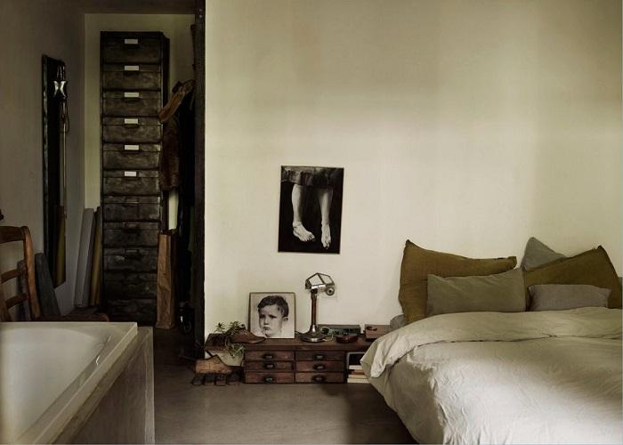 Спокойный пастельный интерьер спальни