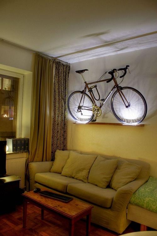 Велосипед на стене