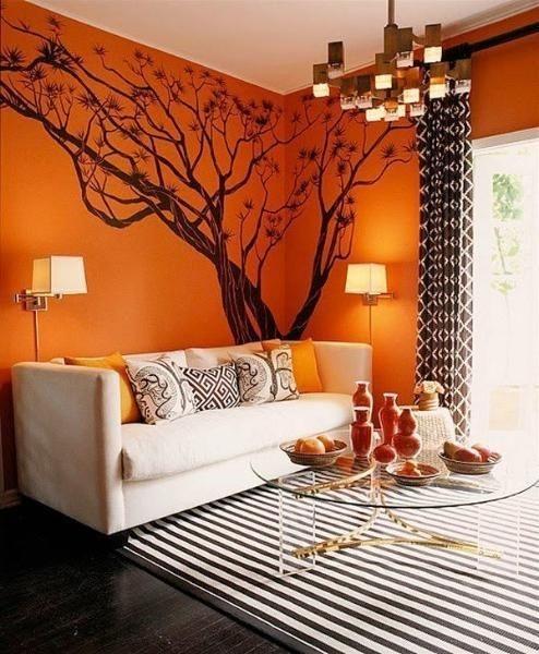 Нарисованное дерево в интерьере