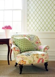 Кресло с подлокотнимаи в интерьере