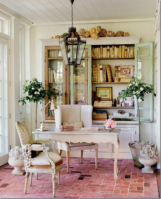 Комната с разобранной мебелью