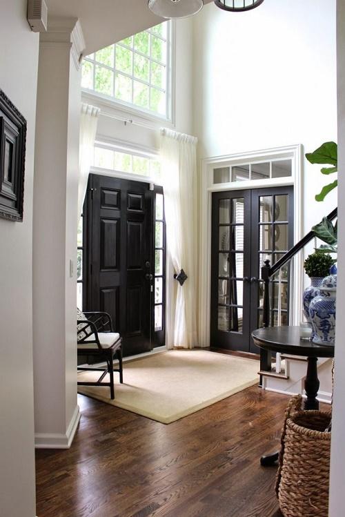 Дополнительные окна вокруг двери