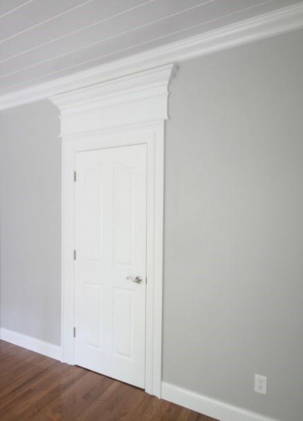 Декоративный наличник над дверью