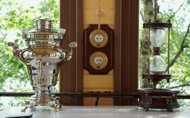 Ретро проводка на керамических изоляторах в деревянном доме