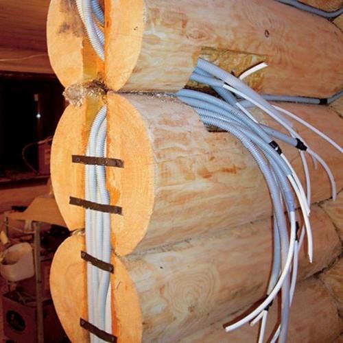 Электро проводка в деревянном доме в гибкой гофре