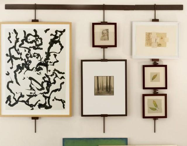 Галерейная развеска картин в интерьере