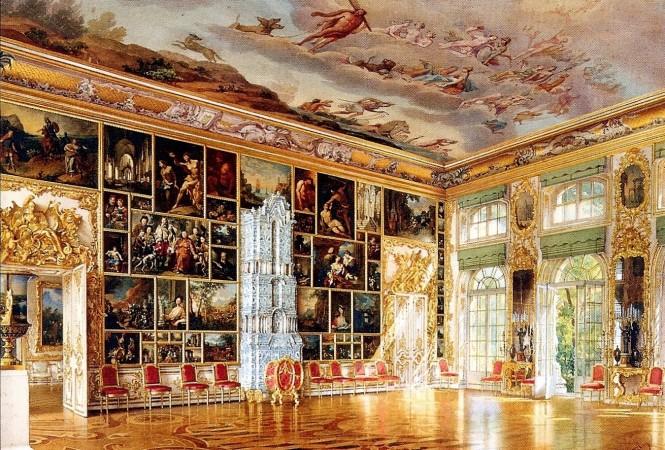Историческая шпалерная развеска картин