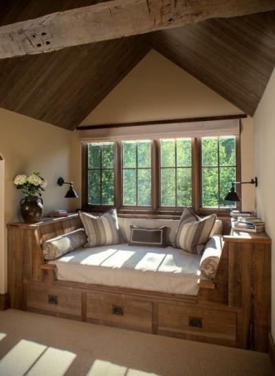 Кровать под окном вместо подоконника