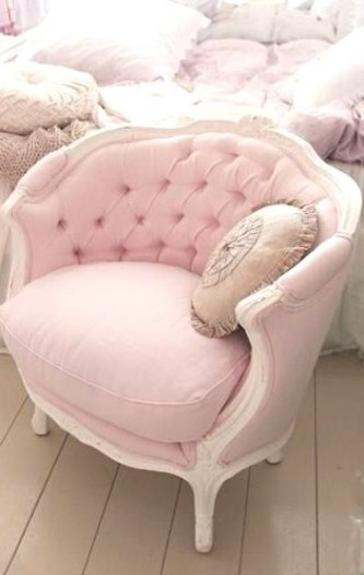 Розовое кресло в стиле Шебби шик