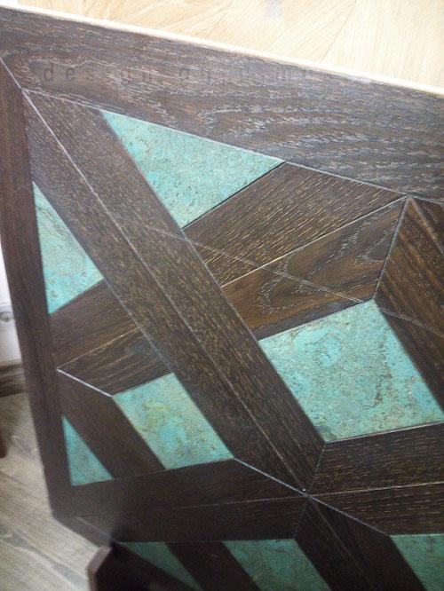 Деревянное покрытие для пола со вставками из крашенного бетона