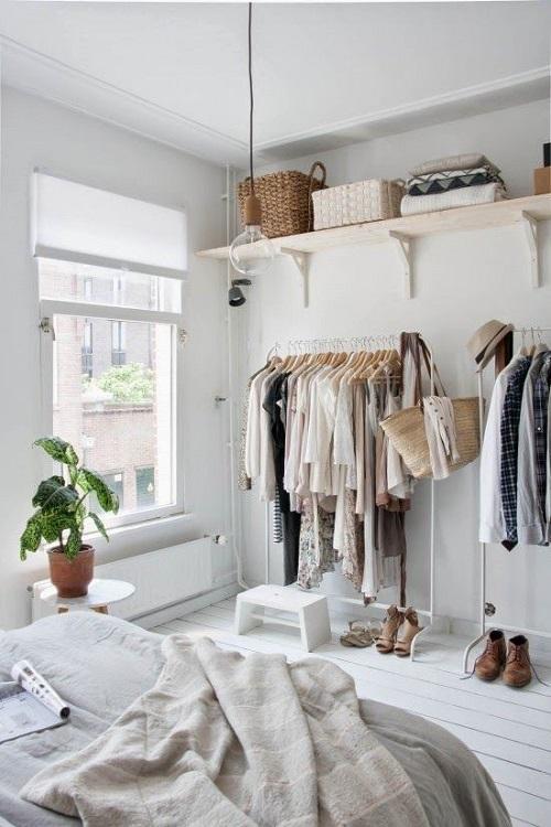 Современная спальня без шкафа для одежды