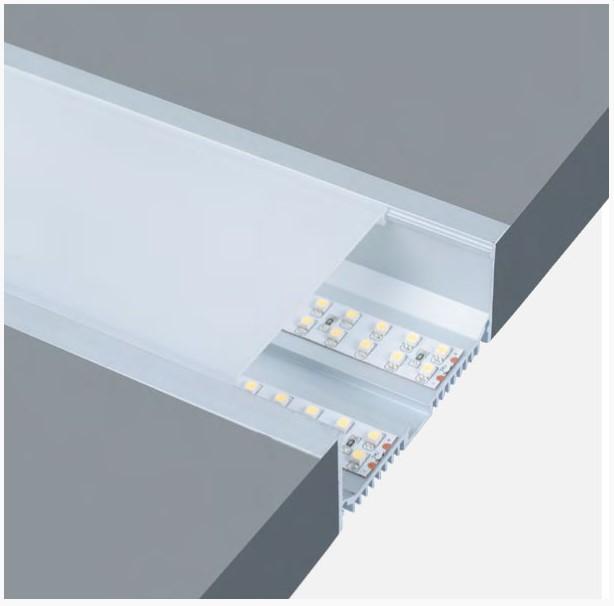 Пластиковый рассеиватель над светодиодной лентой