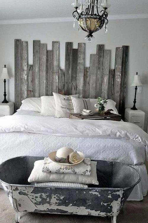 Дизайнерская спальня с металлической ванной в изножье