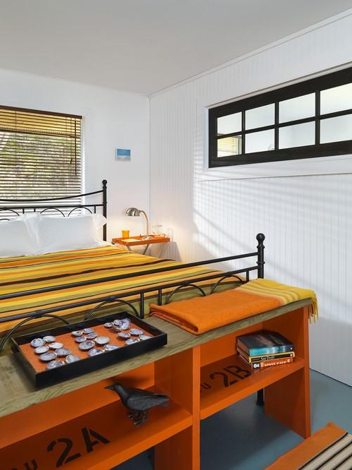 Полки для хранения в изножье кровати
