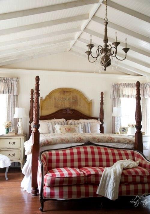 Диван в стиле Баффало шик в интерьере спальни