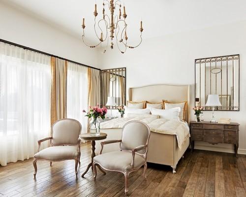Кресла как зона отдыха в спальне