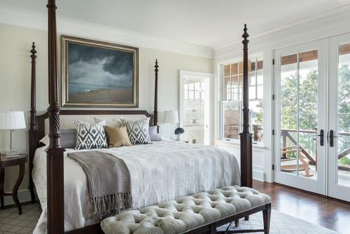Современная спальня с банкеткой в изножье кровати