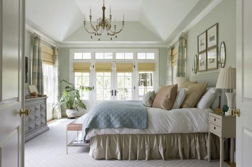 Банкетка в спальне в классическом стиле