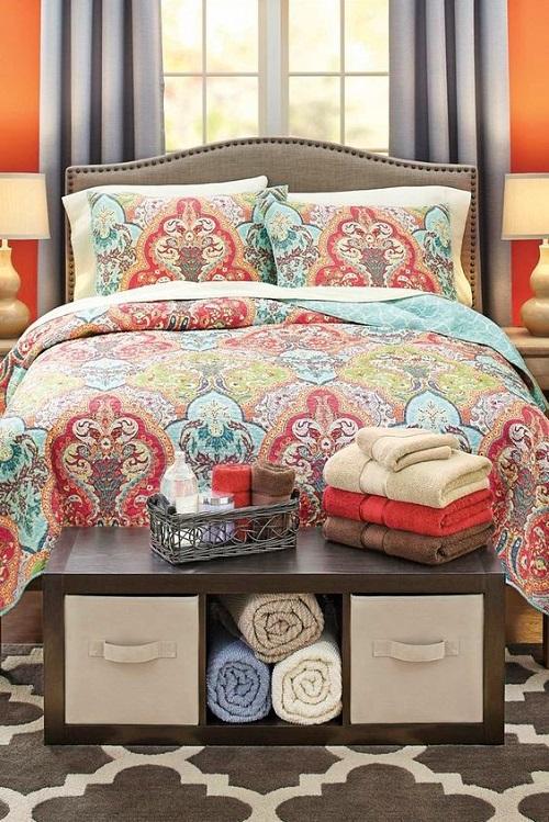 Кровать с мини-шафом в изножье