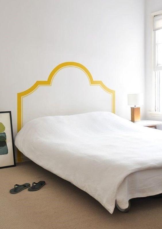 Имитация изголовья кровати при помощи краски