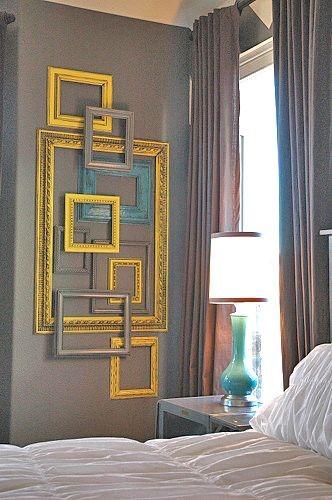 Декор в спальне из рам от картин