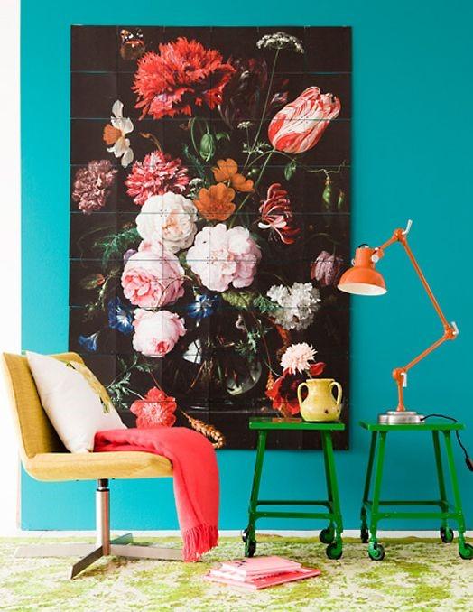 Репродукция с цветами в интерьере