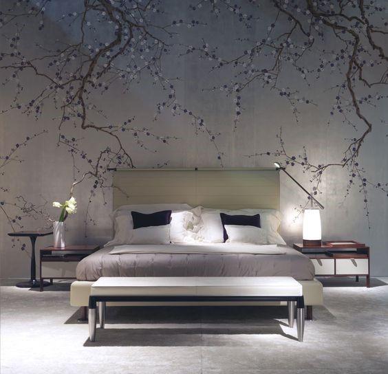 Обои с изображением ветвей деревьев в интерьере спальни