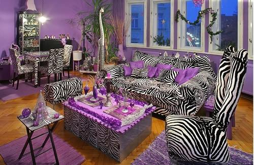 Современная квартира с декором из шкуры зебры