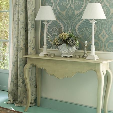 Консольный столик в стиле прованс в интерьере
