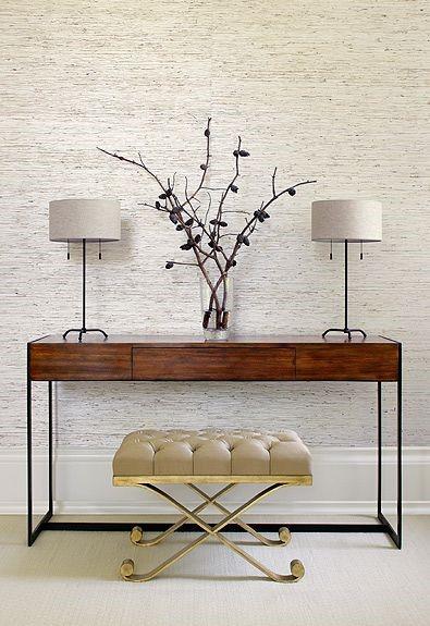 Консольный столик с пуфиком в интерьере