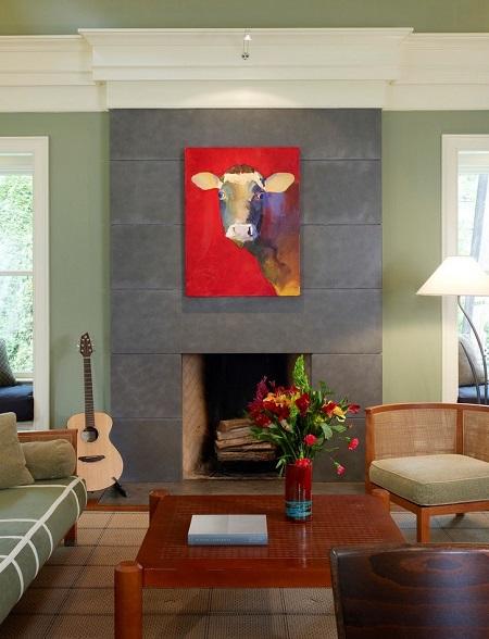 Картина с коровой в интерьере гостиной