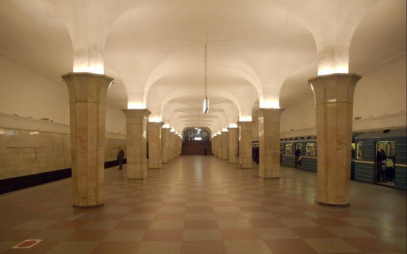 Колонны в египетском стиле на станции метро Кропоткинская. Москва