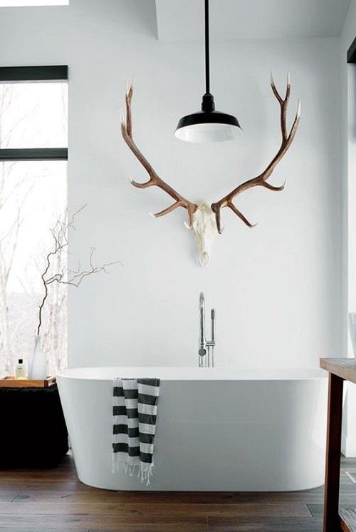 Голова оленя, как украшение для ванной комнаты