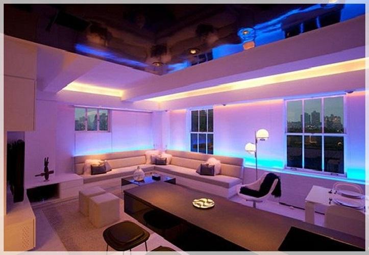 Светодиодная подсветка изменяет цвет стены