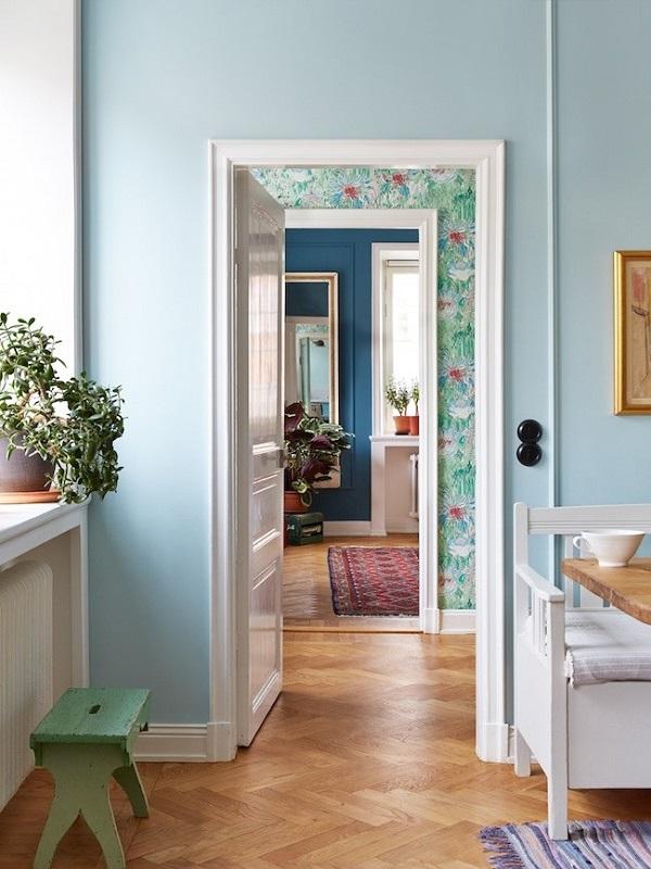 Различные отделки стен при движении из комнаты в комнату