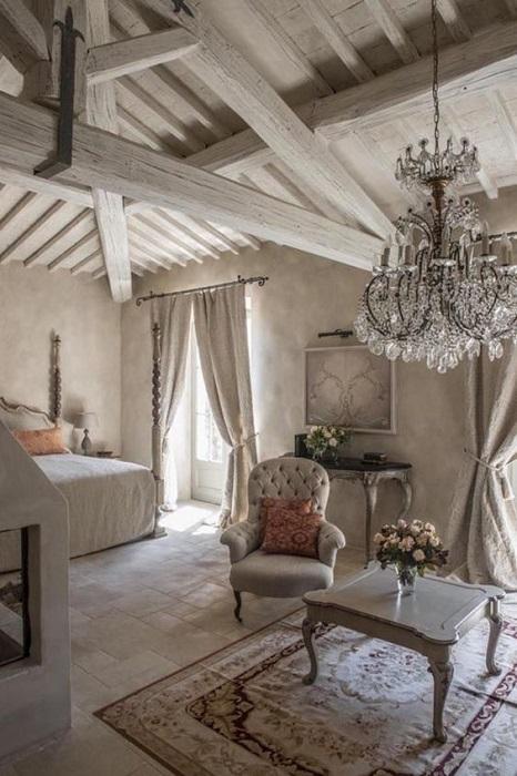 Интерьер спальни в загородном доме в стиле Прованс