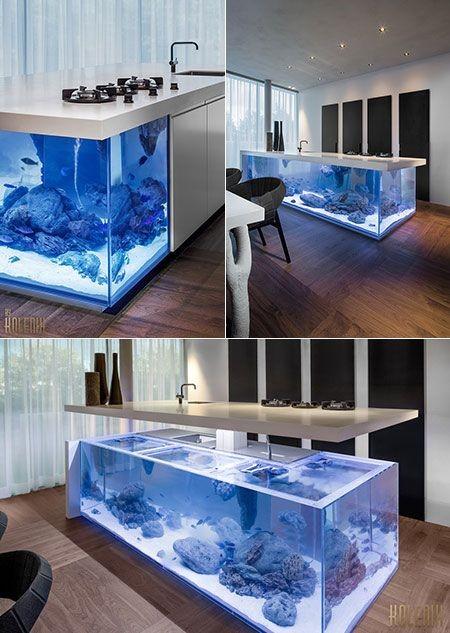 Большой аквариум в интерьере кухни в стиле хай-тек и минимализм