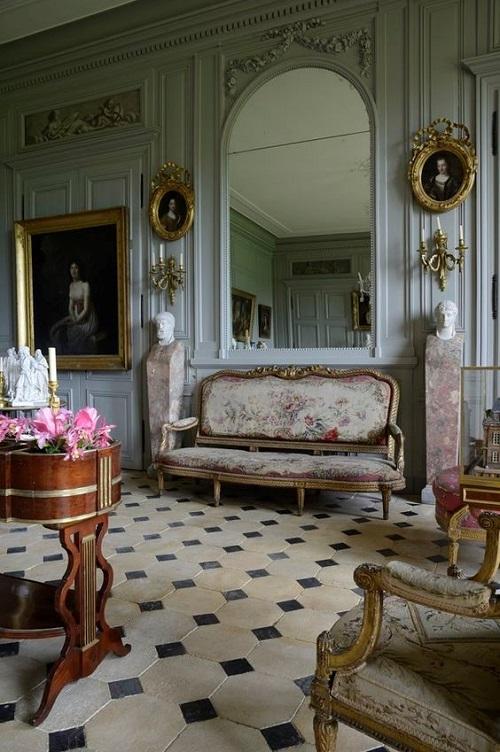Мебель в стиле рококо в классическом интерьере