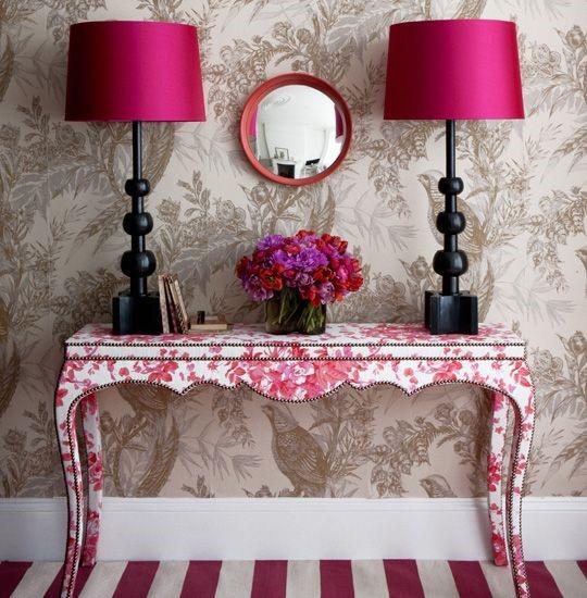 Консольный столик в необычных цветах