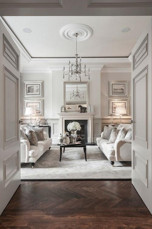 Сдержанный светлый неоклассический интерьер гостиной