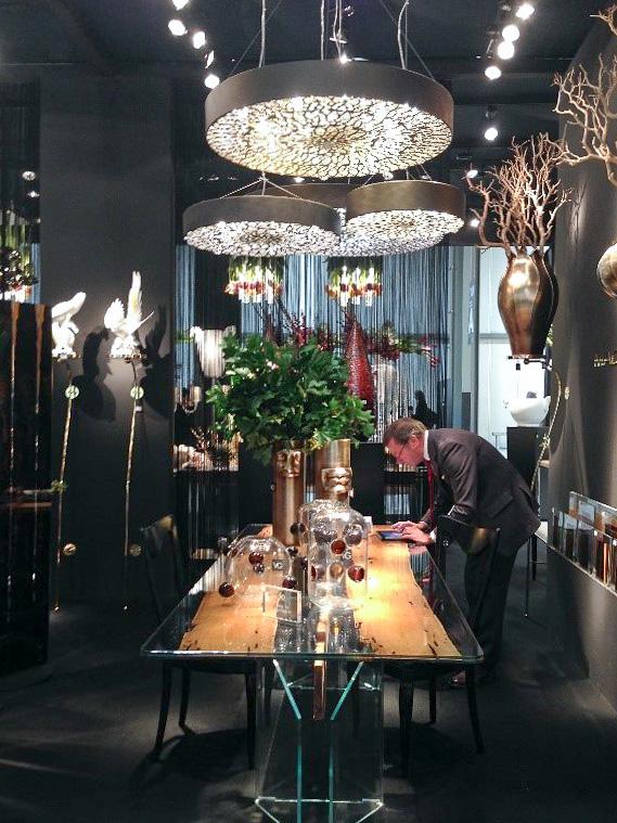 Компания VGnewtrend и их богато декорированный стенд на выставке Homi в стиле ар-деко