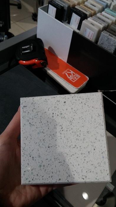 Образец пестрого искусственного камня