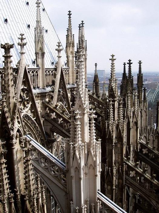 Готический собор из натурального камня
