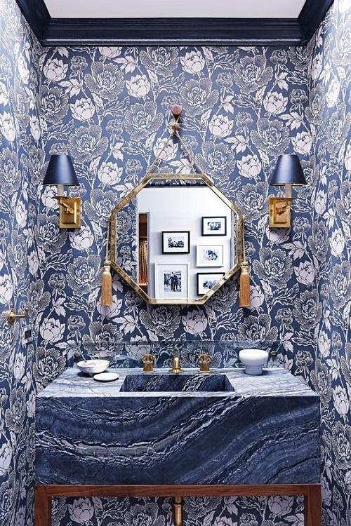 Единый темно-синий стиль интерьера ванной комнаты