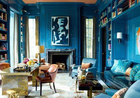 Гостиная в ярко-синем цвете